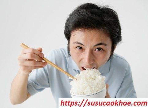 Nằm mơ thấy ăn cơm là điềm gì, đánh con gì?