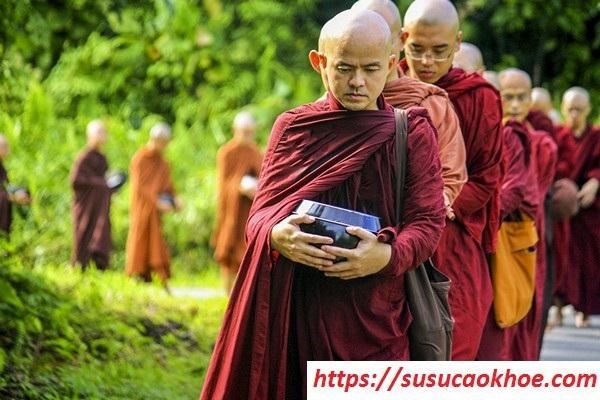 Nằm mơ thấy thầy chùa là điềm gì, đánh con gì?