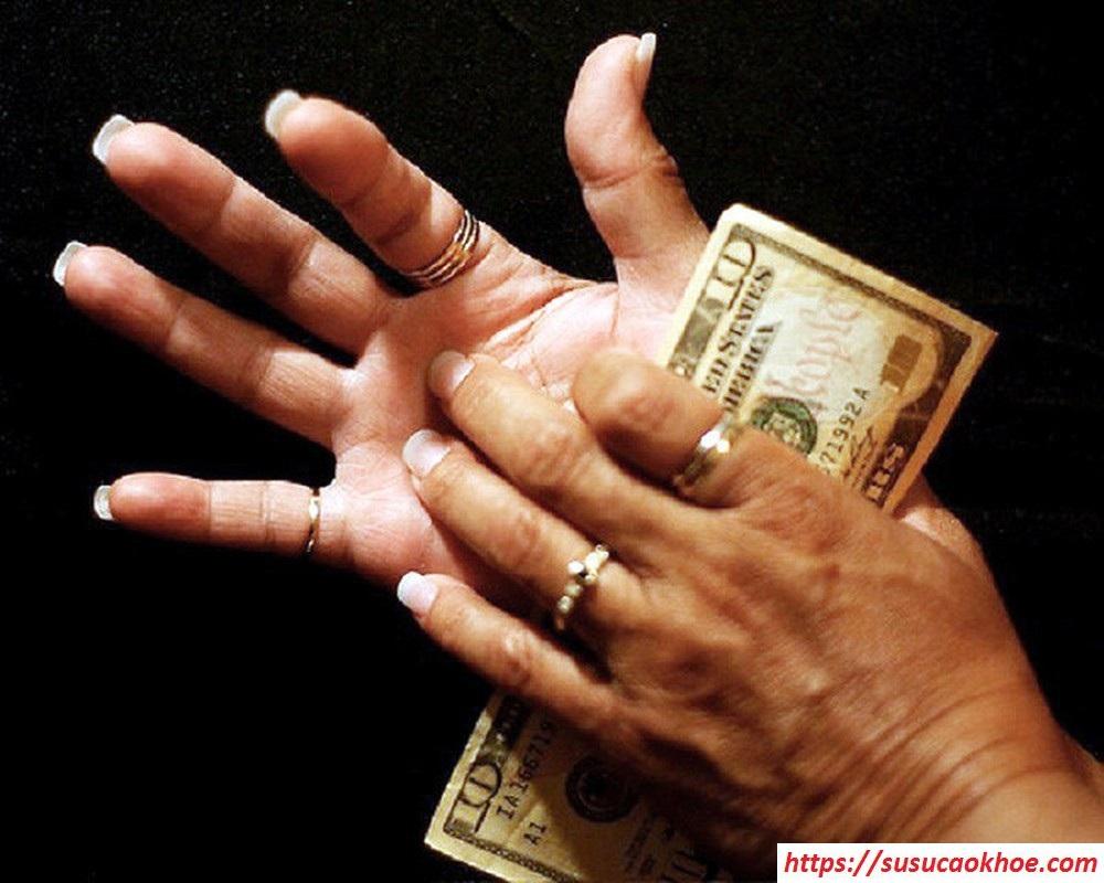 Ngứa lòng bàn tay là điềm gì, tốt hay xấu, hên hay xui